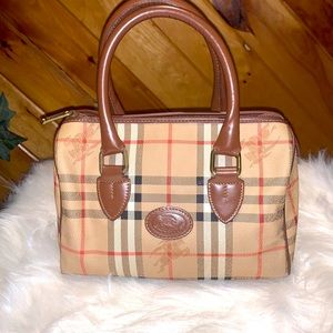 Selling Vintage Authentic Burberry Boston Bag